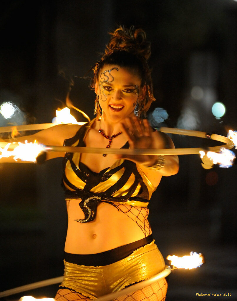 Double fire hooping [097729]